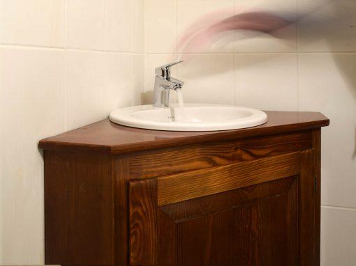 Paadilakiga viimistletud kraanikausikapp