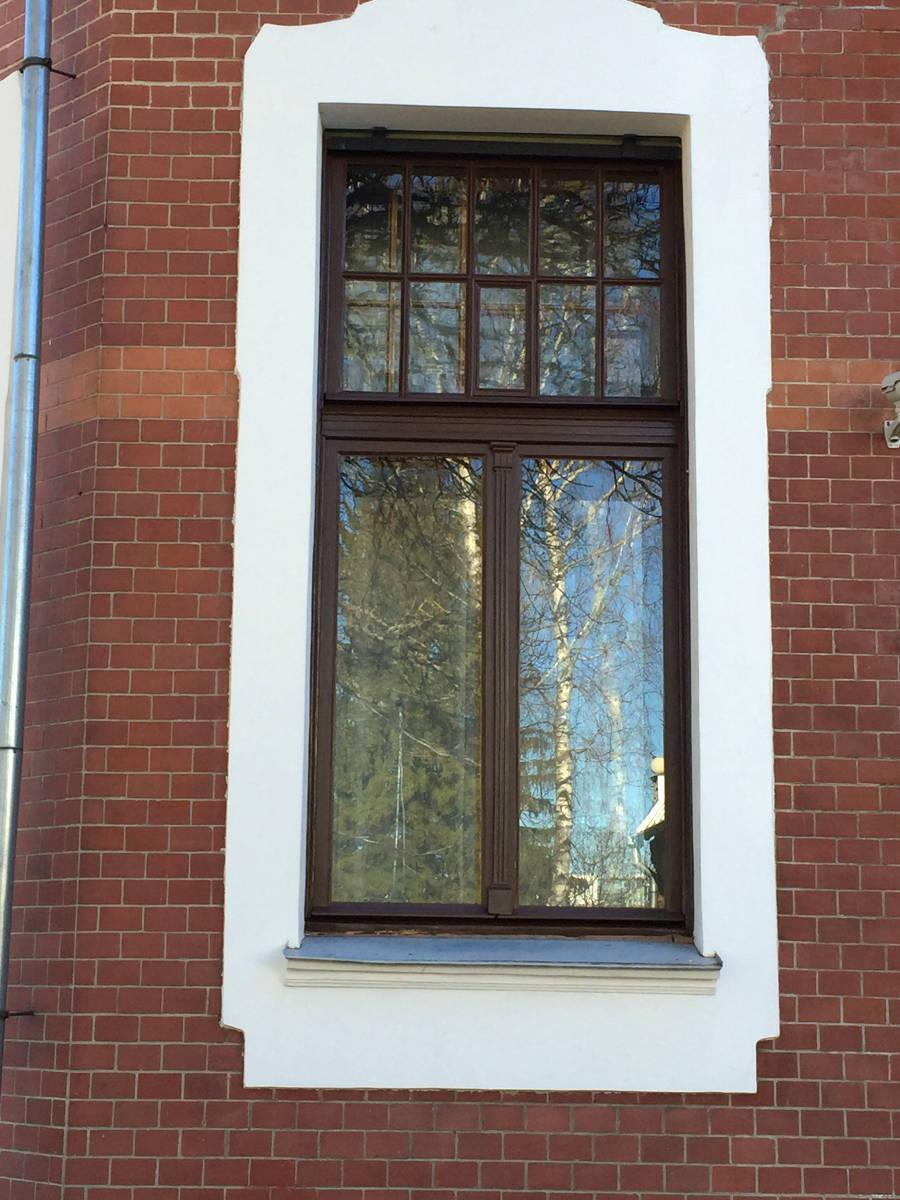 Villa ammende vastvärvitud aknad